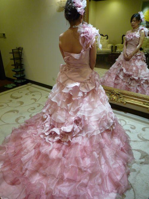 可愛いピンクのドレス