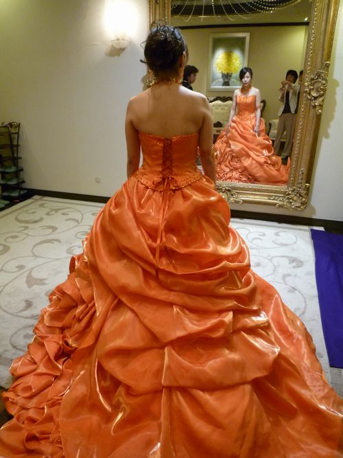 神田うのさんデザインのドレス